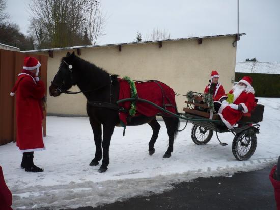 Père Noel en charette - 19 12 2009